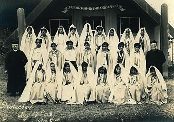 Frs Vibaud and Cognet with Children of Mary outside Hine Nui o te Ao Katoa, Otaki, 1908
